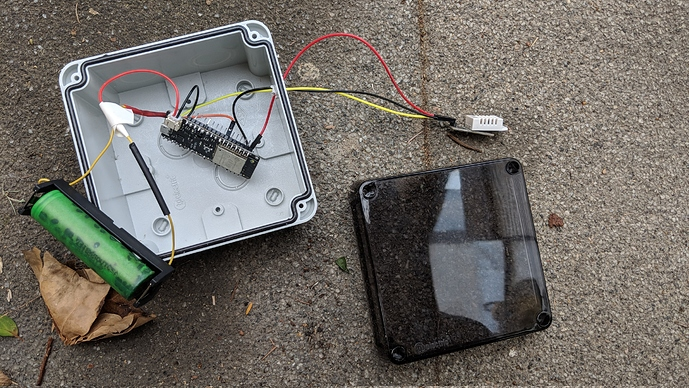 Outdoor Temperature Humidity Sensor with an ESP32 and